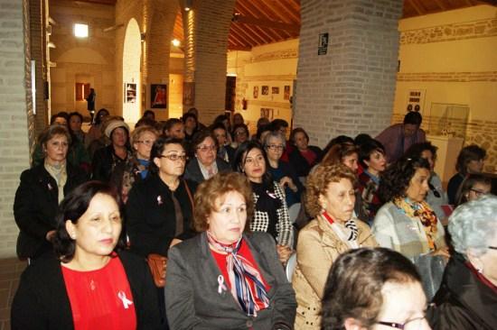 Un grupo de mujeres de Lopera asisten a una charla informativa.
