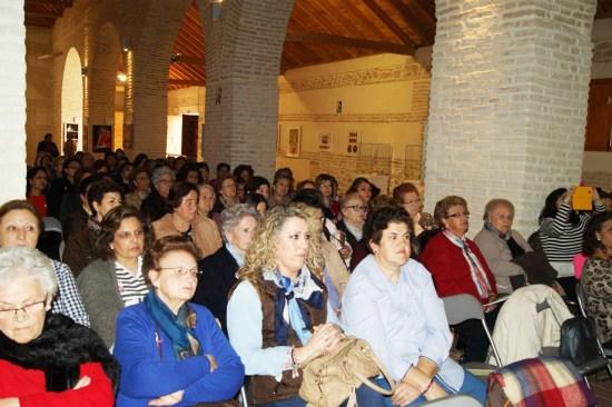 Mujeres de Lopera asisten a una charla informativa.