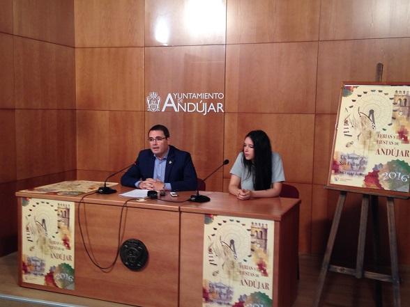 El concejal de Festejos del Ayuntamiento, Pedro Luis Rodríguez, ha presentado el cartel anunciador de la Feria de Andújar 2016.