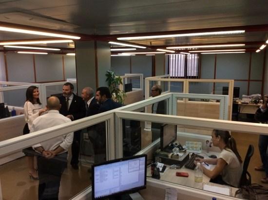 El subdelegado del Gobierno, Juan Lillo, en su visita a las instalaciones de la Dirección Provincial en la capital jiennense.