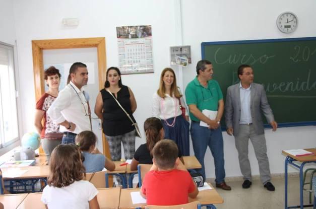 El alcalde de Andújar, Paco Huertas, inauguró el curso escolar en la ciudad de Andújar.