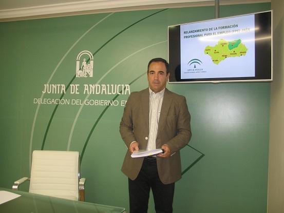 El delegado territorial de Economía, Innovación, Ciencia y Empleo, Antonio de la Torre, en rueda de prensa.