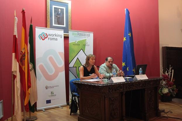 La concejala de Promoción Local, Encarna Camacho, ha inaugurado este Seminario en Andújar.