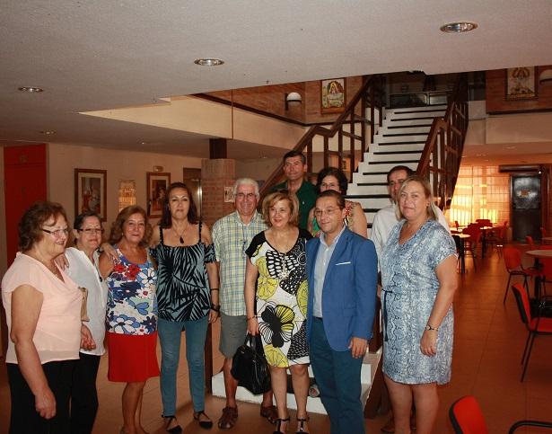 La delegada territorial de Igualdad, Salud y Políticas Sociales, Teresa Vega, y el alcalde de Andújar, Paco Huertas, en el Centro de Mayores de Andújar.