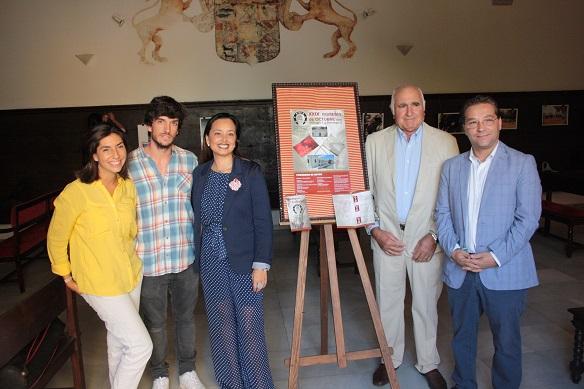 El alcalde de Andújar, Paco Huertas, asistió a la presentación del cartel de la Romería de Octubre.