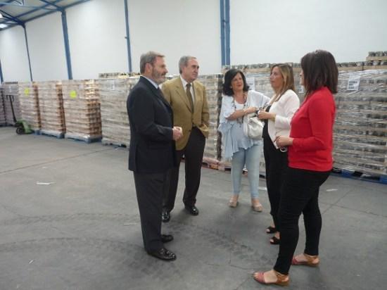 El subdelegado del Gobierno, Juan Lillo, ha visitado los almacenes de la Cruz Roja Española y el Banco de Alimentos.