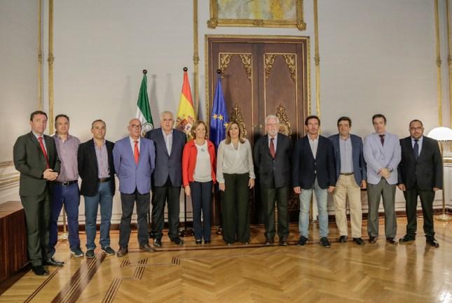 Susana Díaz, con los representantes de las Organizaciones Profesionales Agrarias y las Cooperativas Agro-alimentarias de Andalucía. Foto: Junta de Andalucía.