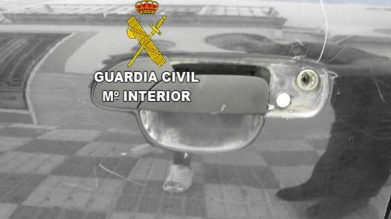Daños ocasionados en un vehículo. Foto: Guardia Civil.
