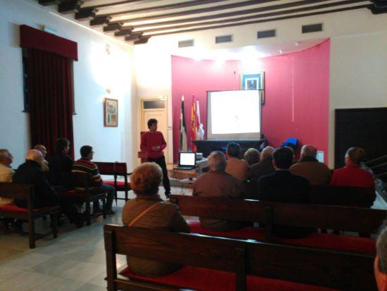 Álvaro Samaniego imparte su charla en Andújar.