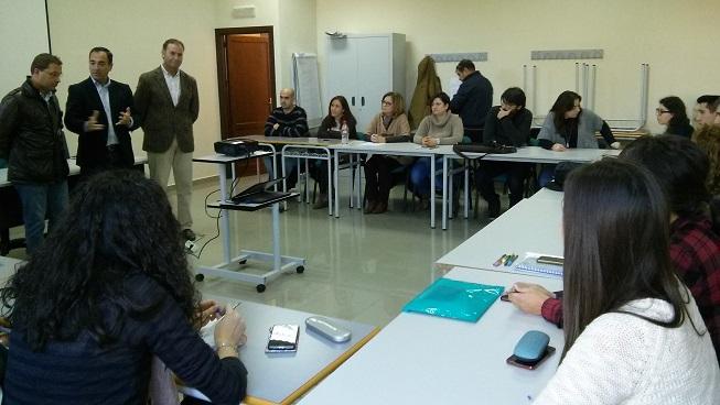 Antonio de la Torre y Paco Huertas visitan la Lanzadera de Empleo de Andújar.