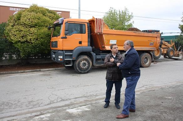 El alcalde de Andújar, Paco Huertas, ha visitado hoy estas obras en el Poligono Industrial Ave María.