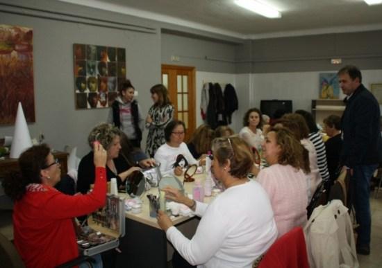 Asistentes a este curso de maquillaje en Villanueva de la Reina.