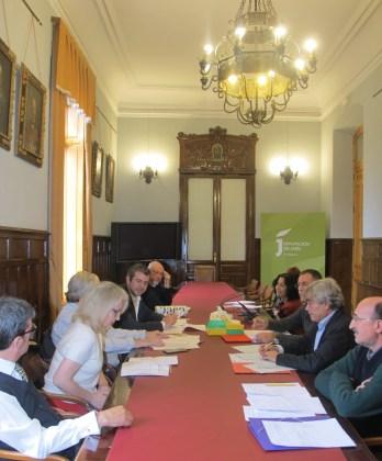 Reunión del jurado en el Salón de Personajes Ilustres de la Diputación.