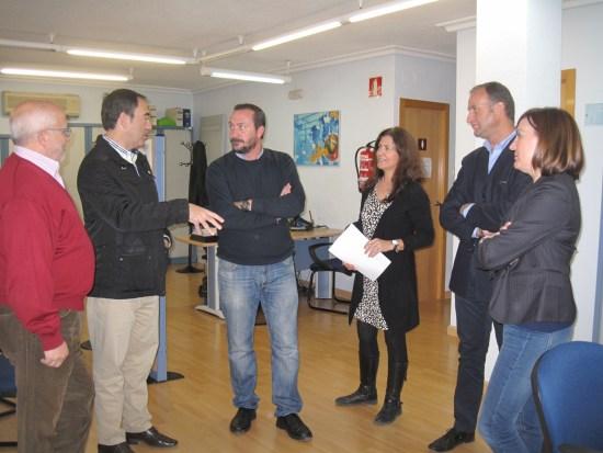 El delegado territorial de Economía, Antonio de la Torre, en la visita al Centro de Referencia de Orientación (CRO) de Jaén. Foto: Junta de Andalucía.