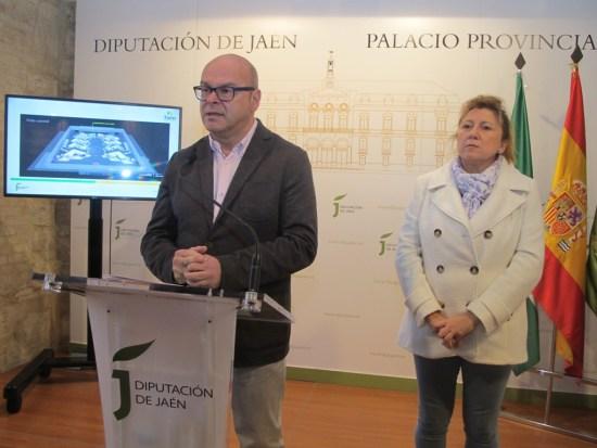 Manuel Fernández y Pilar Salazar, durante la presentación de la oferta turística jiennense en Fitur 2017.