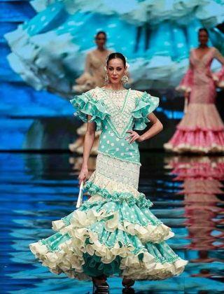 Una imagen del traje de flamenca de la diseñadora sevillana, Loli Vera.