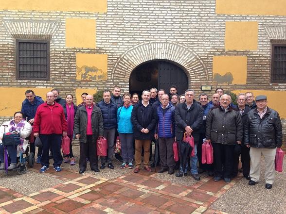 El concejal de Participación Ciudadana, Jesús del Moral, junto a representantes de colectivos de la ciudad de Andújar.