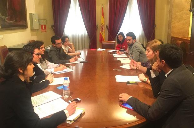 Laura Berja mantuvo una reunión con Juventudes Socialistas de España, CCOO, UGT, la Federación de Mujeres Jóvenes y la Comisión Gestora del PSOE.