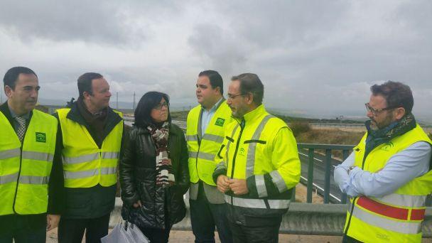 Felipe López en esta visita a los trabajos finalizados en esta carretera.