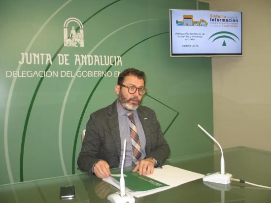 El delegado territorial de Fomento y Vivienda, Rafael Valdivielso, en rueda de prensa.