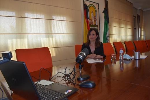 Maribel Lozano agradece a las cooperativas su compromiso para impulsar la economía en Jaén.