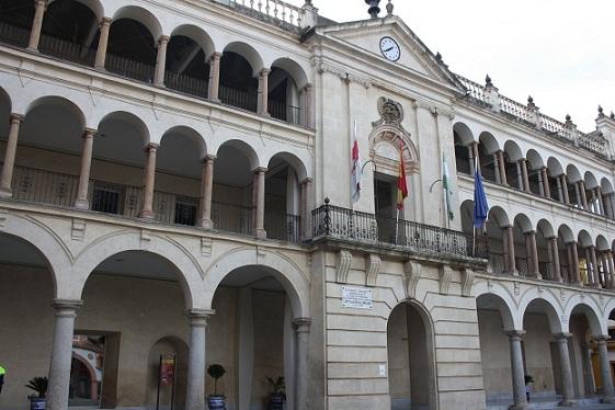 El Ayuntamiento de Andújar imparte formación a las nuevas trabajadoras de limpieza de los centros educativos y de Ayuda a Domicilio ante la actual situación sanitaria.