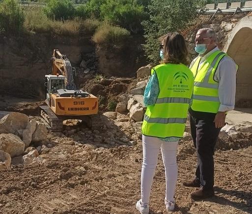 Fomento ejecuta obras en un tramo de la A-6176 en Arjonilla para mejorar la seguridad vial.