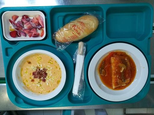 El Hospital Universitario de Jaén ofrece menús veraniegos a los pacientes ingresados.
