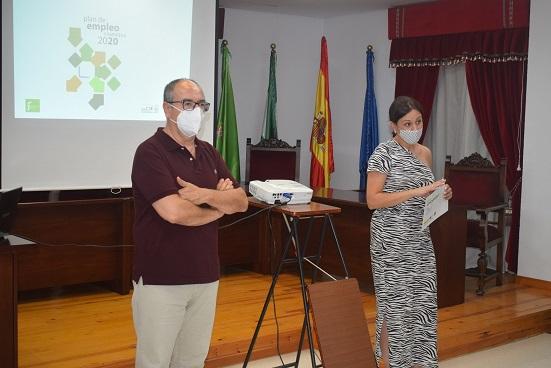 La Diputación de Jaén informa en Lopera sobre las ayudas dirigidas a empresarios, autónomos y desempleados.