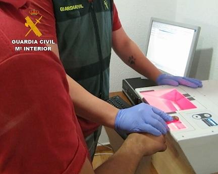 La Guardia Civil desarticula un grupo criminal dedicado a realizar estafas telemáticas.