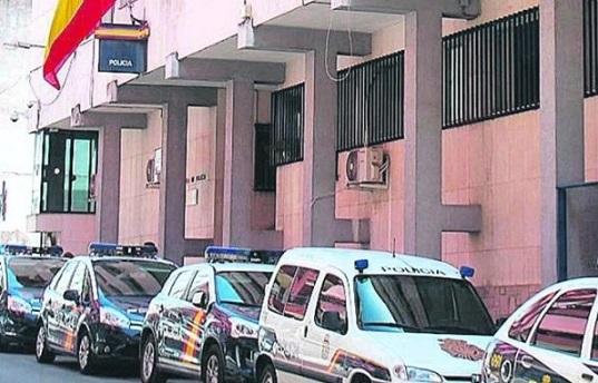 La Policía Nacional detiene en Linares a ocho jóvenes por solicitar y compartir archivos de contenido sexual de una menor.