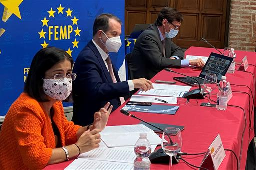 El Gobierno distribuirá a partir del próximo lunes un total de 15 millones de mascarillas a través de la FEMP y de entidades sociales.