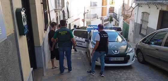 La Guardia Civil detiene a dos personas por quince robos en locales comerciales y viviendas de Martos.
