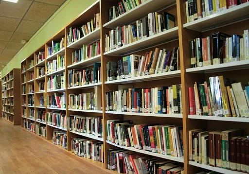 La Consejería de Cultura apoya la compra de libros para bibliotecas de nueve municipios.