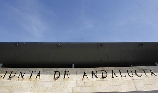 El Gobierno andaluz convocará de manera regular plazas de letrados en las ofertas de empleo público.