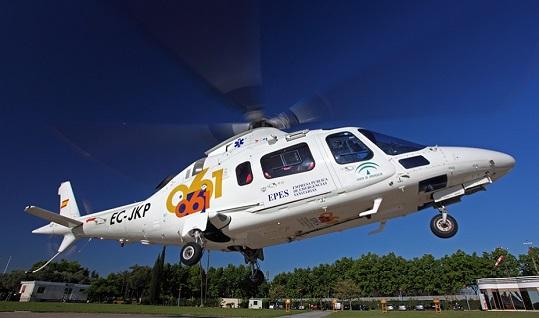 Evacuan en helicóptero a un hombre herido al que le cayó un coche encima en una finca de Andújar.