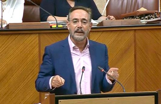 Felipe López ve «incomprensible» que la Junta haya recortado en albergues temporeros.