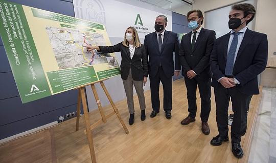 La Junta conectará 78 poblaciones de zonas rurales de Andalucía a través del servicio de taxi a demanda.