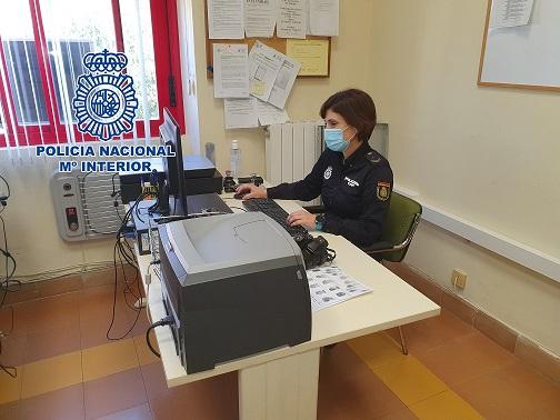 La Policía Nacional detiene en Jaén a una mujer que había denunciado falsamente el asalto y robo a su establecimiento.