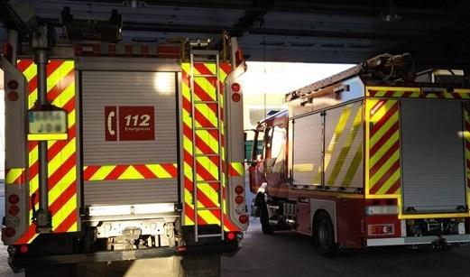 Desalojadas siete personas tras el incendio del tejado de un cortijo en Galapagar (Jaén).