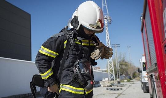 Una mujer resulta afectada por inhalación de humo en el incendio de una vivienda en Jaén.