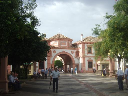 Dinamización del sector comercial y hostelero con la puesta en marcha del tradicional Mercado Navideño en la Plaza de España.