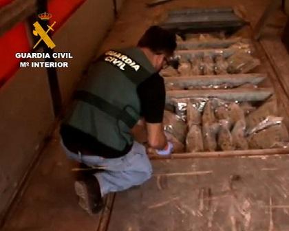 La Guardia Civil desarticula una organización dedicada al tráfico de drogas con destino Europa utilizando camiones de gran tonelaje.