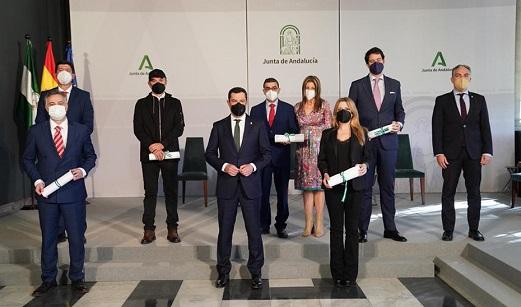 Moreno ensalza la honradez profesional de los galardonados con los Premios Andalucía de Periodismo frente a los bulos.