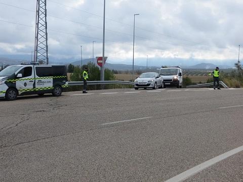 La Guardia Civil detiene a una persona, e investiga a otra, como presuntas autoras de un delito Contra la Seguridad del Tráfico.