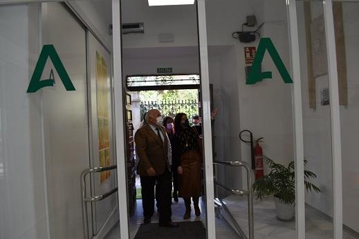 Isabel Uceda solicita al consejero Aguirre que la vacunación se realice en Lopera y le pide una reunión para resolver las deficiencias del Hospital Alto Guadalquivir.