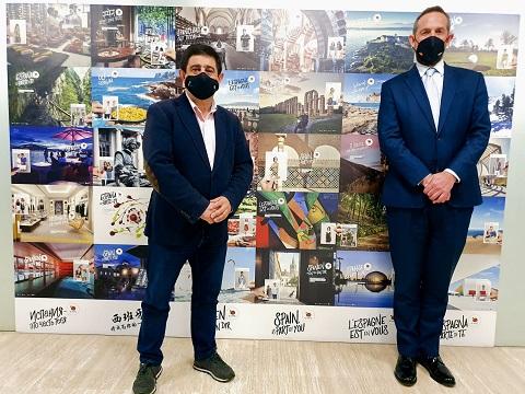 Reyes analiza con el secretario de Estado de Turismo planes de dinamización turística en el marco de los fondos europeos.