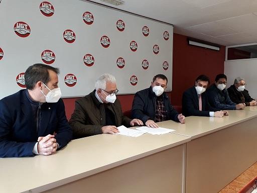 La Junta felicita el esfuerzo y el diálogo de las partes para firmar el Convenio del Aceite, que consolida importantes mejoras para el sector.