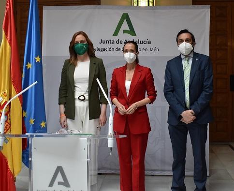 Maribel Lozano destaca el compromiso del Gobierno andaluz con el empleo y los sectores empresariales más afectados por la pandemia.