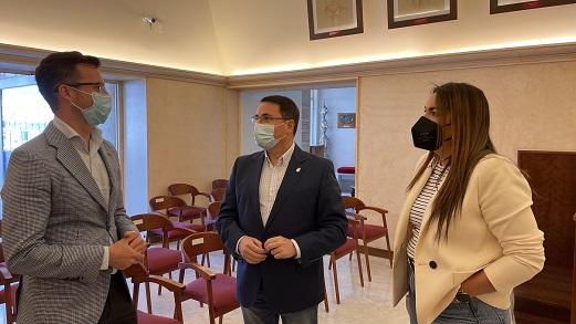El coordinador del IAJ visita Andújar para conocer el nuevo centro de la Red Eurodesk.